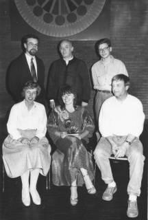 ARH Slg. Bartling 150, Gruppenporträt von sechs Personen im Bürgersaal des FZZ, um 1985
