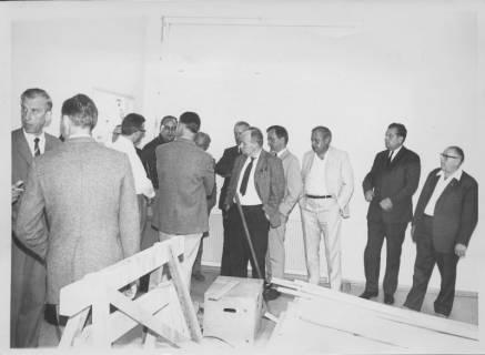 ARH Slg. Bartling 192, Bauausschuss besucht die Volksschule in der Stockhausenstraße, um 1970