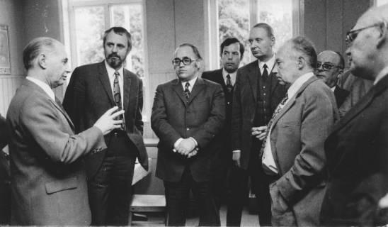 ARH Slg. Bartling 194, Mitglieder des Niedersächsischen Landtages besuchen das Sozialamt des Landkreises Neustadt am Rübenberge, 1972