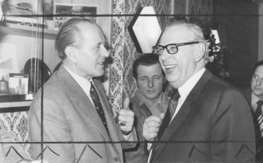ARH Slg. Bartling 195, Michael Baldauf, MdL (CDU) (links) mit Hans-Adolf de Terra, Regierungspräsident, 1974