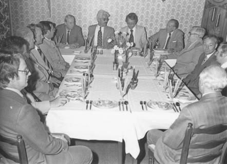 ARH Slg. Bartling 204, Abendessen zu Ehren von Jesco von Puttkamer, Raumfahrtingenieur und Buchautor, mit Vertretern der Stadt und des Landkreises, um 1974