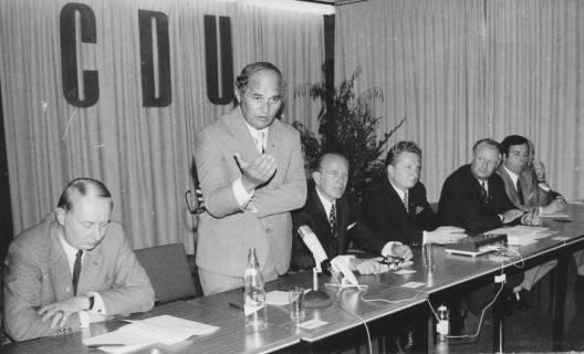 ARH Slg. Bartling 236, Dr. Rainer Barzel (MdB) als Redner bei einer CDU-Veranstaltung in Amedorf, um 1974