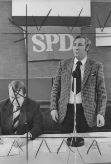 ARH Slg. Bartling 239, Landtagskandidat Friedrich Schmidt (SPD) bei einer Parteiveranstaltung im FZZ, 1974