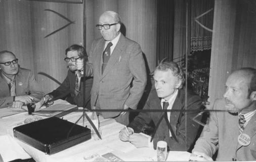 ARH Slg. Bartling 245, Fritz Logemann, MdB (FDP), parlamentarischer Staatssekretär im Bundesministerium für Ernährung, Landwirtschaft und Forsten, besucht Mariensee, 1974
