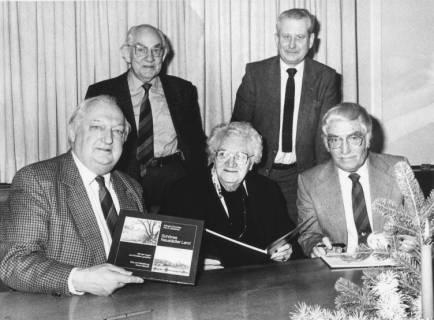 """ARH Slg. Bartling 248, Vorstellung des Buches """"Schönes Neustädter Land, mit den Augen von Künstlern gesehen."""" Von Wilhelm Canenbley und Fritz Sackewitz, Text von Armin Mandel, 1988"""