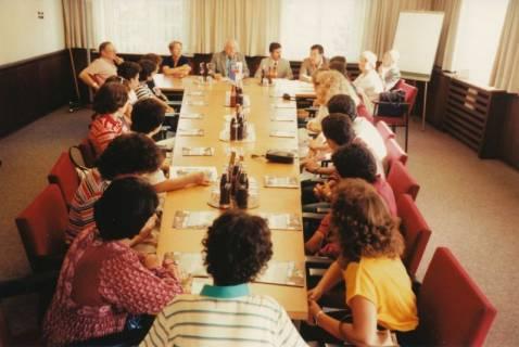 ARH Slg. Bartling 273, Empfang von tunesischen Schülern im Rathaus durch Bürgermeister Henry Hahn, 1983