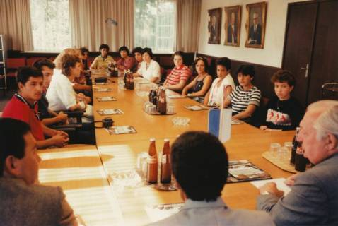 ARH Slg. Bartling 274, Empfang von tunesischen Schülern im Rathaus durch Bürgermeister Henry Hahn, 1983
