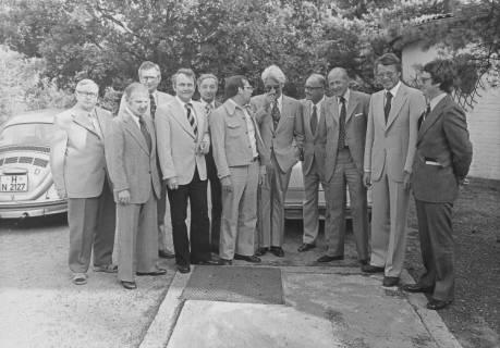 ARH Slg. Bartling 277, Gruppenbild mit Jesco von Puttkamer, Raumfahrtingenieur und Buchautor, in Neustadt am Rübenberge, um 1974