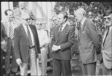 ARH Slg. Bartling 286, Gruppe von Neustädter CDU-Politikern vor einer Treppe stehend (Kniestück), um 1980