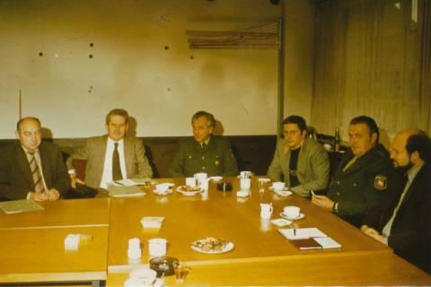 ARH Slg. Bartling 319, Besprechung der städtischen Verwaltung mit Vertretern des Polizeireviers und der Kriminalpolizei Neustadt am Rübenberge im Rathaus, 1978