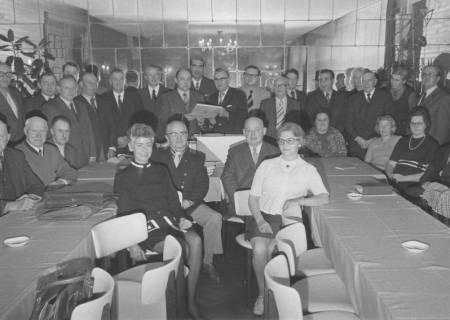 ARH Slg. Bartling 320, Versammlung der Standesbeamten aus den bis zur Gebietsreform selbständigen Gemeinden des ehemaligen Landkreises Neustadt am Rübenberge, um 1974