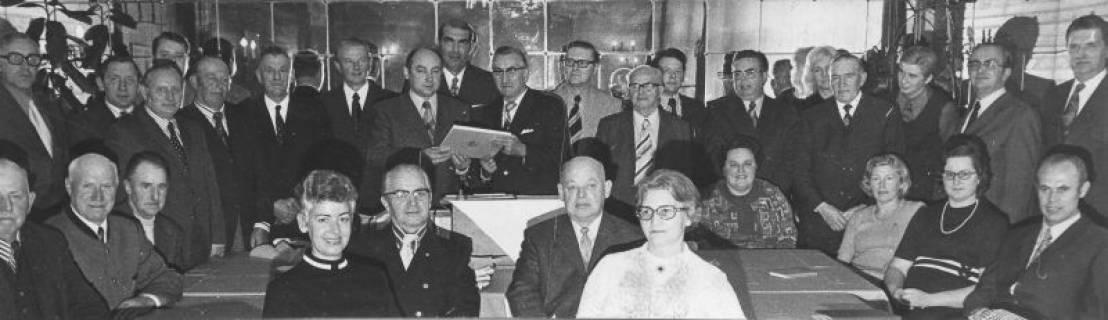 ARH Slg. Bartling 321, Versammlung der Standesbeamten aus den bis zur Gebietsreform selbständigen Gemeinden des ehemaligen Landkreises Neustadt am Rübenberge, um 1974