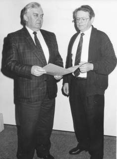 ARH Slg. Bartling 349, Hans-Günter Jabusch, Stadtkämmerer, daneben stehend Willi Thies, Gemeindedirektor von Poggenhagen, um 1974