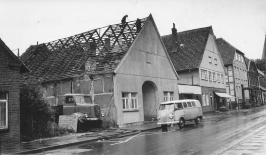 ARH Slg. Bartling 362, Mittelstraße, Abriss des Hauses Kallmeyer, Blick von der gegenüberliegenden Straßenseite nach Südosten, 1969