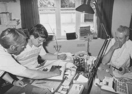 ARH Slg. Bartling 372, Wahlprüfung durch Ernst Kerger, rechts Felix Rohde, Stadtdirektor, links Günter Heins, um 1980