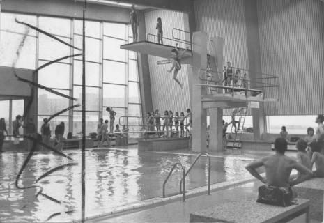 ARH Slg. Bartling 425, Springerschulung im Hallenbad, Sprünge von allen Höhen, 1974