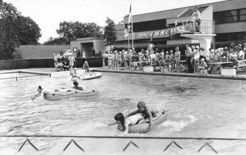 ARH Slg. Bartling 438, Kinderbelustigung im Freibad, Schlauchbootrennen, 1974