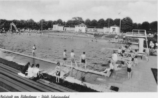 ARH Slg. Bartling 442, Neustadt am Rübenberge - Städtisches Schwimmbad Blick über die Schwimmbecken auf die Servicegebäude, um 1970