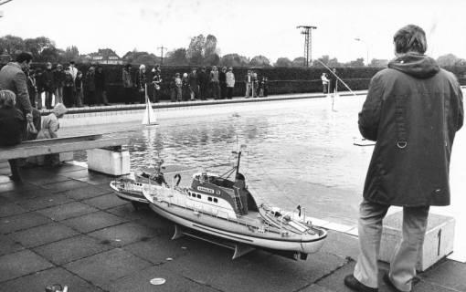 ARH Slg. Bartling 443, Schiffsmodellbauer im Freibad (außerhalb der Saison), 1973