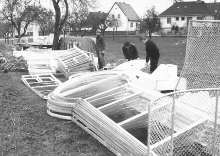 ARH Slg. Bartling 460, Angelieferte Stahlrahmen der Spielbahnen der Minigolfanlage, um 1970