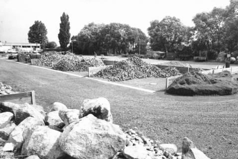 ARH Slg. Bartling 479, Blick auf das Vorrratslager unterschiedlicher Steine (2 Ex.), um 1970