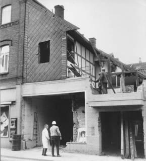ARH Slg. Bartling 516, Umbau des Geschäftshauses der Firma Heinemann und Schrader, Drogerie, Farben und Tapeten, Marktstraße 2, Blick auf die Baustelle, um 1970
