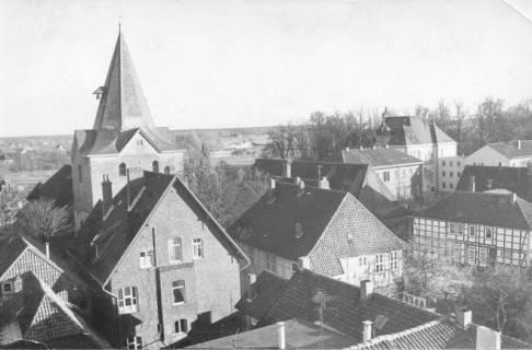 ARH Slg. Bartling 517, Blick vom Dach der Sparkasse nach Osten auf die Leinewiesen über den Turm der Liebfrauenkirche und das Amtsgericht, 1971