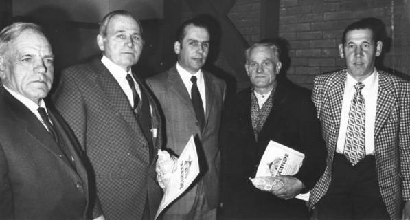 ARH Slg. Bartling 530, Ehrung von vier verdienten Landwirten durch den Landvolkvorsitzenden Friedrich Rohde (Mitte), um 1975