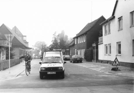 ARH Slg. Bartling 531, Wallgasse, in der Mitte ein Kfz (Renault R 4) der Firma Gerüstbau Meinecke, um 1975