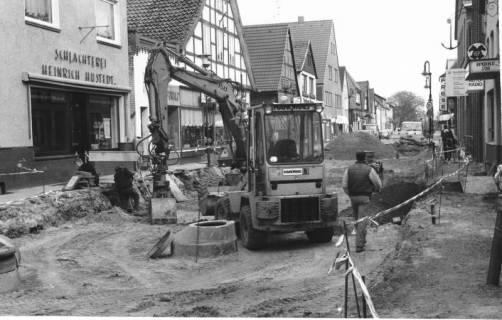 ARH Slg. Bartling 534, Innenstadtsanierung: Leinstraße, im Ausbau befindlich, westliche Häuserfront (ab Schlachterei Heinrich Hustedt), um 1975