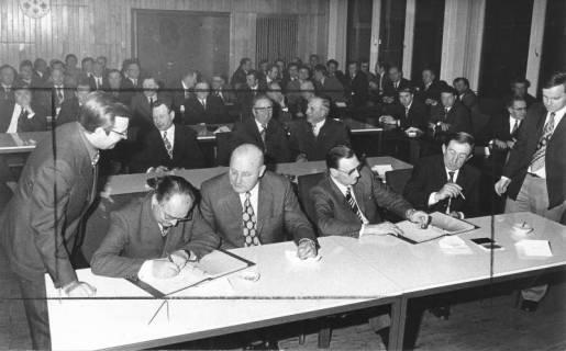 ARH Slg. Bartling 536, Unterzeichnung des Vertrages der Gebietsreform, 1974
