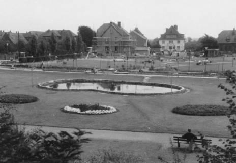 ARH Slg. Bartling 537, Parkanlage mit Brunnenteich am Wallmarkt, um 1970