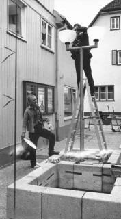 ARH Slg. Bartling 541, Aufstellung der Straßenlampen in der Windmühlenstraße, 1972