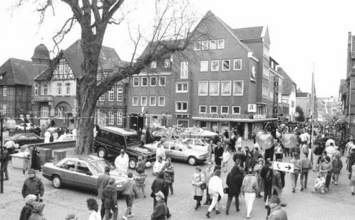 ARH Slg. Bartling 546, Herbstmarkt auf dem Kirchplatz in Neustadt, um 1980