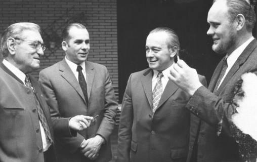ARH Slg. Bartling 568, Vier Landwirte im Gespräch, 1973