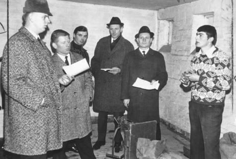 ARH Slg. Bartling 576, Prüfung von jungen Landwirten an der Dezimalwaage, 1969