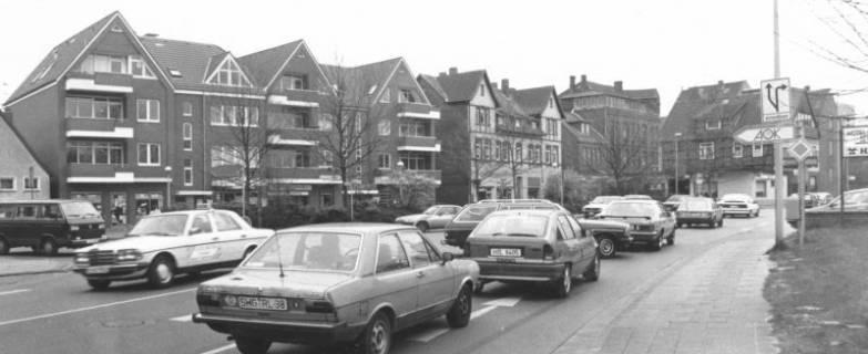 ARH Slg. Bartling 579, Verkehr auf Nienburger Straße / Ecke Rundeel, um 1980