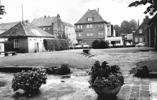 ARH Slg. Bartling 590, Kirchplatz vor der Umgestaltung, 1972