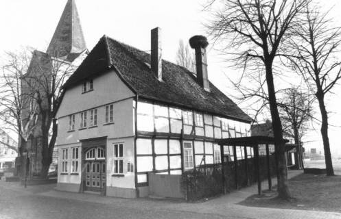 ARH Slg. Bartling 623, Storchenhaus / Haus Poppe (Alte Schule), An der Liebfrauenkirche 8, um 1980
