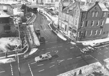 ARH Slg. Bartling 625, Kreuzung Wunstorfer Straße / Marktstraße - Landwehr (Heini-Nülle-Platz bis Bahnunterführung), leicht verschneit, um 1980