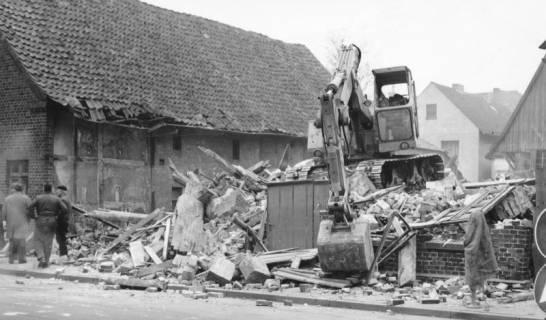 ARH Slg. Bartling 635, Abbruch eines Hauses in der Altstadt, 1969