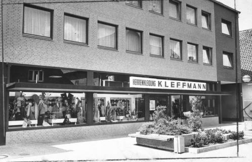 ARH Slg. Bartling 677, Windmühlenstraße 21/22: Herrenkleidung Kleffmann, 1974
