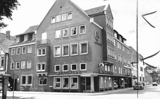 ARH Slg. Bartling 678, An der Liebfrauenkirche 1: Redekersche Ratsapotheke, um 1970