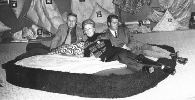 ARH Slg. Bartling 691, Leinstraße 5-7, Betten und Textilien-Geschäft Kollmeyer, um 1970