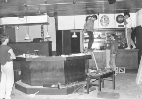 ARH Slg. Bartling 696, ??straße ??, Neu-Einrichtung einer Gastwirtschaft mit Bar und Schanktheke, um 1970