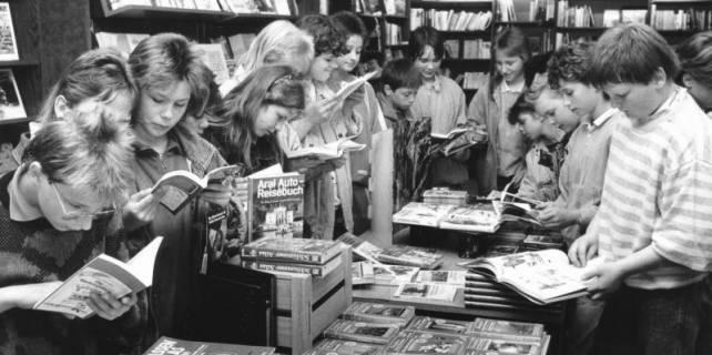 ARH Slg. Bartling 702, Windmühlenstraße 28, Buchhandlung Frerk, Inhaber: Waldemar Duda, um 1970