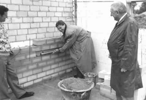 ARH Slg. Bartling 713, Lindenstraße 20, Rechtsanwalt Ulrich Krautter bei der Grundsteinlegung, um 1970