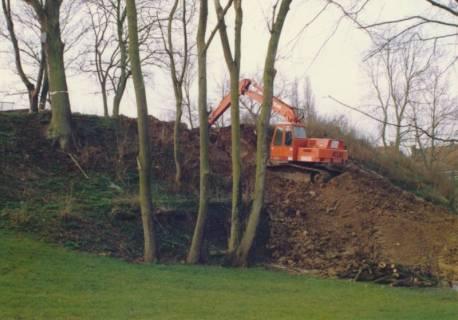 ARH Slg. Bartling 740, Erdarbeiten mit Bagger am Erichsberg, Neustadt a. Rbge., um 1985