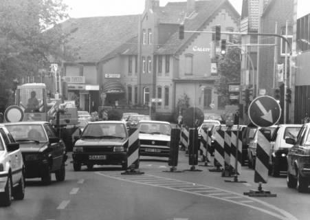 ARH Slg. Bartling 769, Starker Verkehr auf Nienburger Straße / Ecke Rundeel durch die Baustelle, um 1980