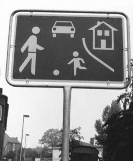 "ARH Slg. Bartling 772, Am Walle, Verkehrszeichen ""Spielstraße"", um 1980"